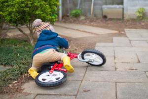 自転車で転倒した子供
